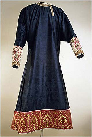 Tunic from Palermo (1125-50), blue and gold silk, embroidered by gold, pearls and filigrees. Kunsthistorishes Museum, Vienna