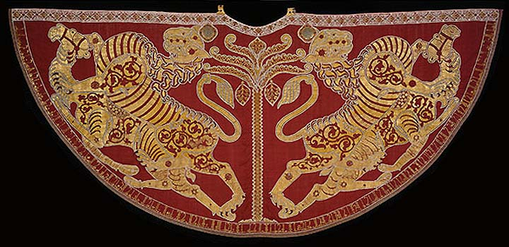Coronation mantle of Roger II. from Palermo (1133-34), silk with figures, decorated by pearls and gemstone, Kunsthistorishes Museum, Vienna