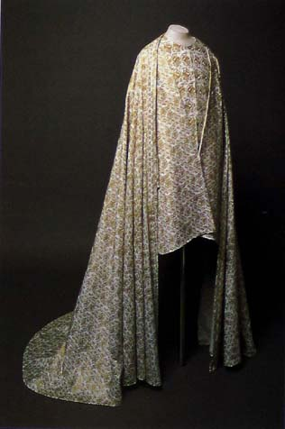 reconstruction of burial garment of Rudolf I Habsburg founded in Prague castle tomb, (1307). Cloak, surcotte, cotte. In: Hroby a hrobky na�ich kn�at, kr�lů a prezidentů, Lutovsk� Michal, Bravermanov� Milena, 2007