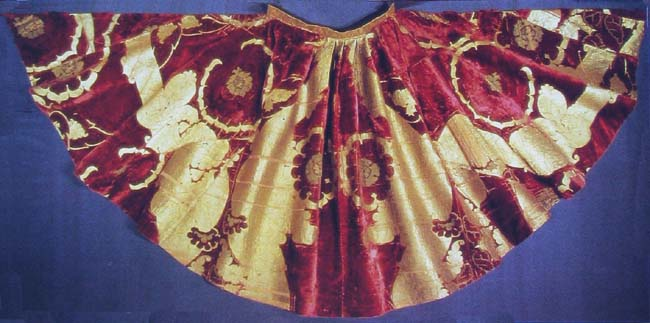 Mantle with brocade velvet Italian work from 1430. Berne Historical museum