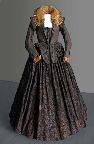 Dress of Marketa Lobkowicz, silk velvet skirt made of 23 parts, silk bodice (1617), Museum of Mikulov