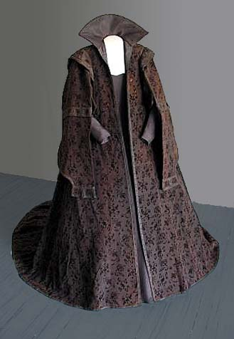 Ropa of Marketa Lobkowicz, wide silk velvet cloak (1617), Museum of Mikulov