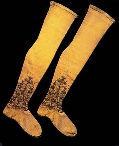 Tights knitted and embroidered for young boy in ca 1600.VA, London (?)