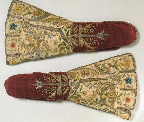 Mittens in Victoria and Albert Museum, London, ca 1600