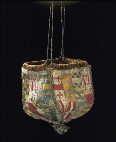 Purse made of embroidered linen, Victoria and Albert Museum (1540)