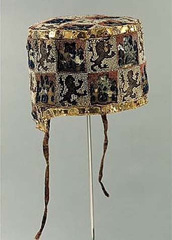 Birrete of Fernando de la Cerda (1252-1275), silk embroidered by gold and silver, convent Las Huelgas, near Burgos