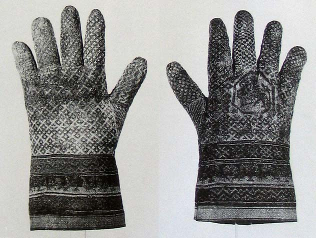 Gloves from the grave of archbishop Rodrigo Ximereze de Rada (1245), Monastery of St. Maria de Huerta, Madrid